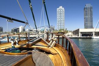 Wooden Boat Cruise in Barcelona : Afternoon Vibes