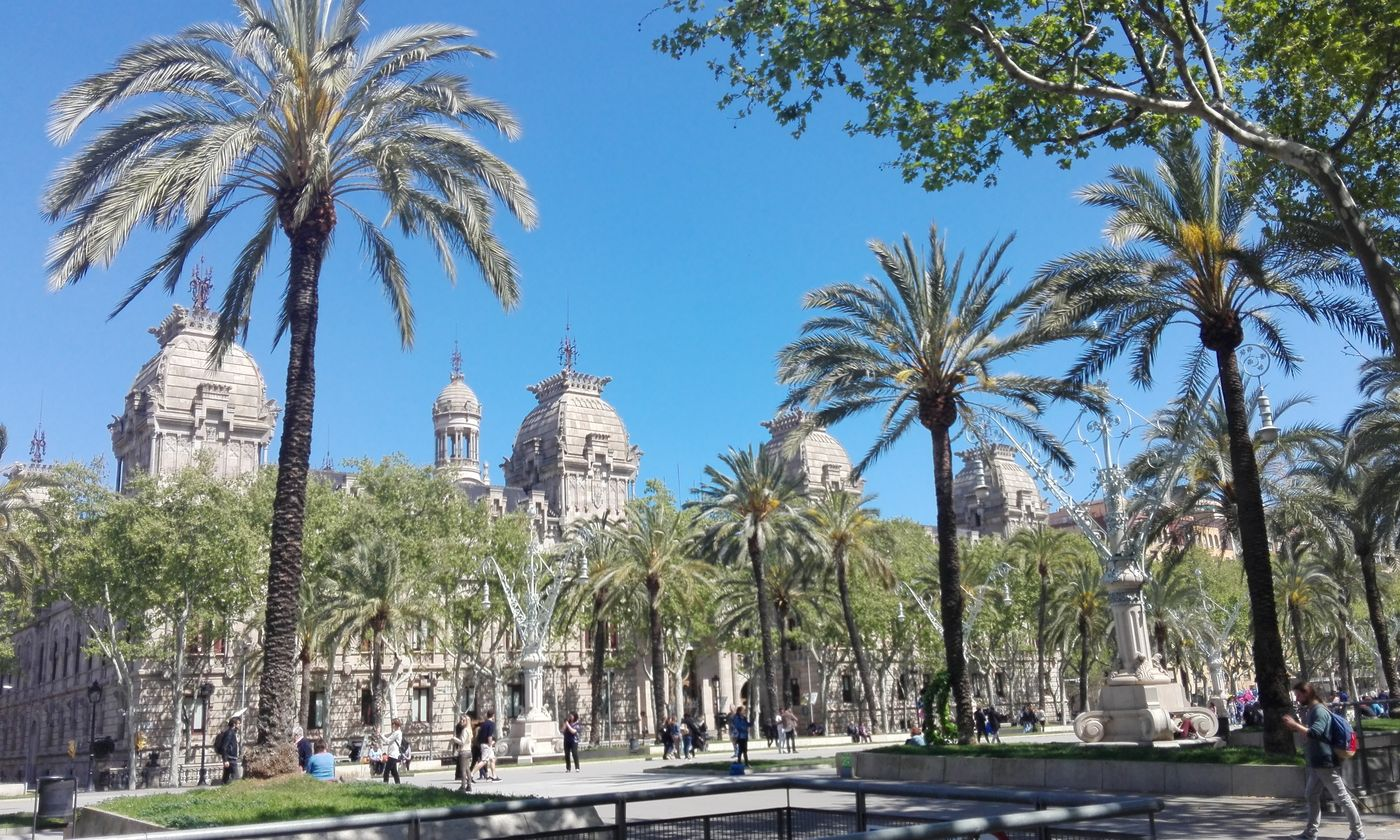city visit of the district of lueixample in barcelona
