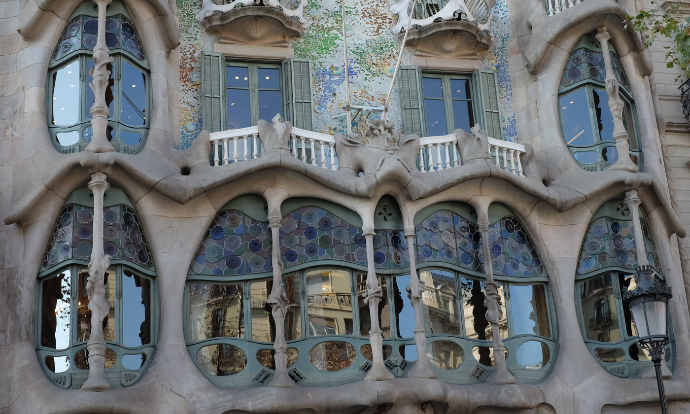 Gaudi Barcelona The Architect And His Works Sagrada