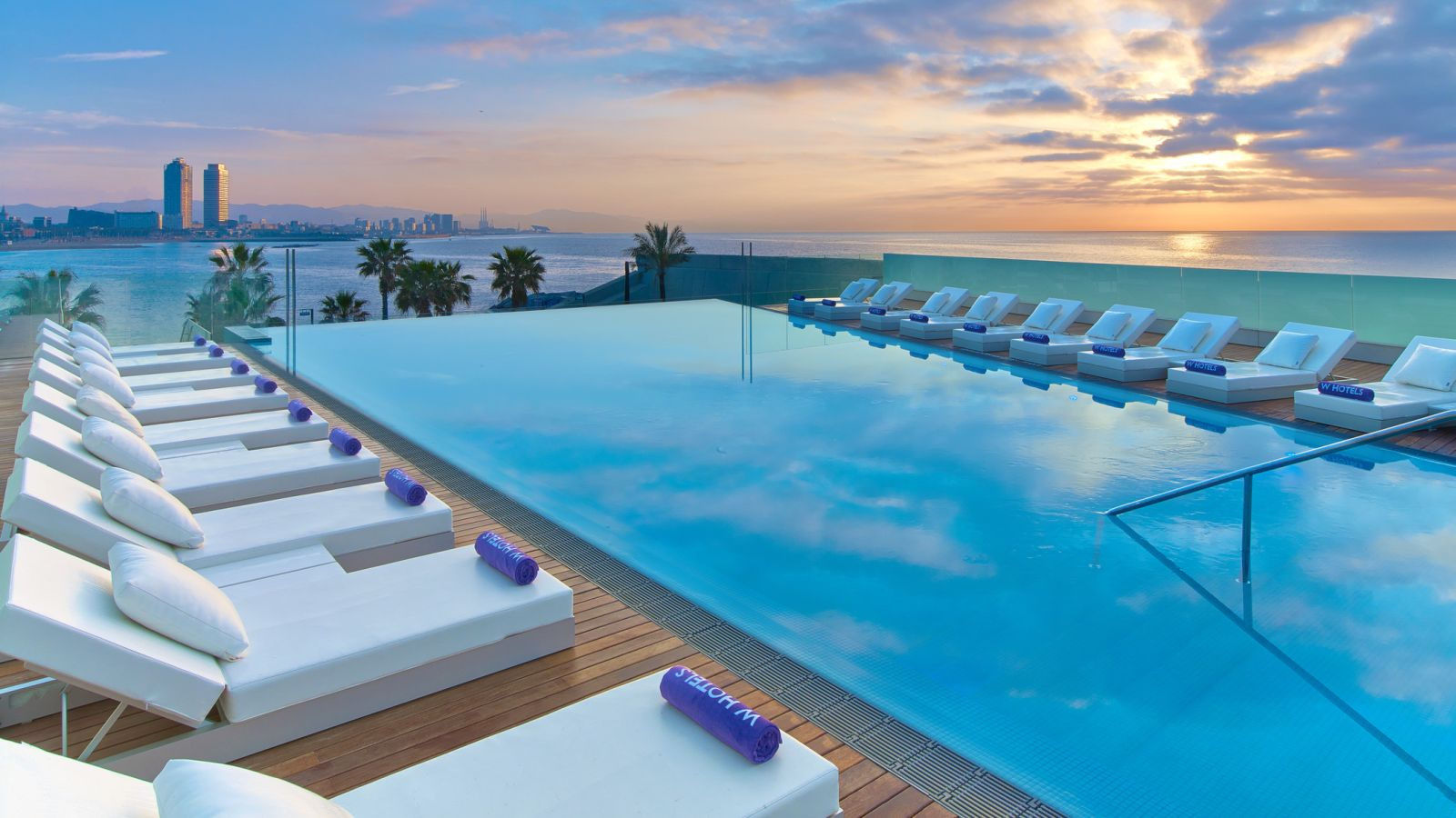Barcelona hotels more than 2 200 hotels with reviews and prices compared in barcelona for Ecr beach resorts with swimming pool prices